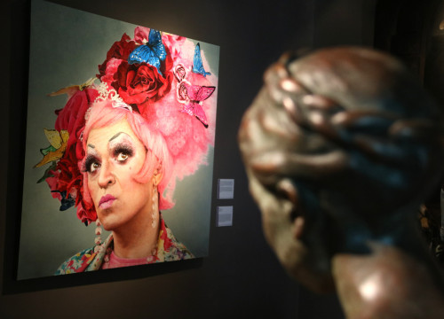 A sculpture and a painting that are part of MEAM's 'An LGBTI+ perspective on MEAM's collection' exhibition (Pau Cortina/ACN)