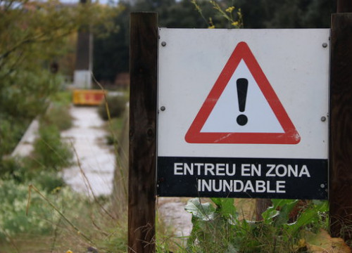 A warning sign by the Ripoll river in Sabadell on November 15 2018 (by Norma Vidal)