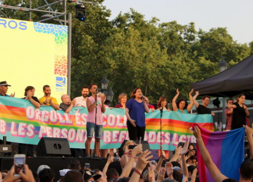 Barcelona mayor Ada Colau addresses Pride marchers (by ACN)