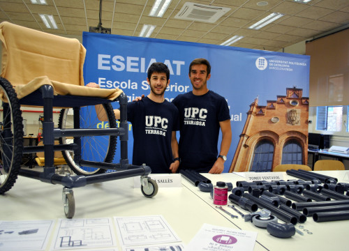 Bernat Villa and Adrian Sallés have designed and built a low cost wheelchair for people in developing countries (by UPC)