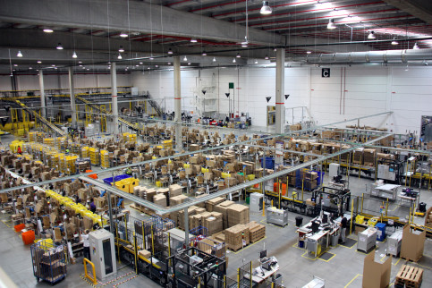Image of Amazon's logistics centre (by ACN)
