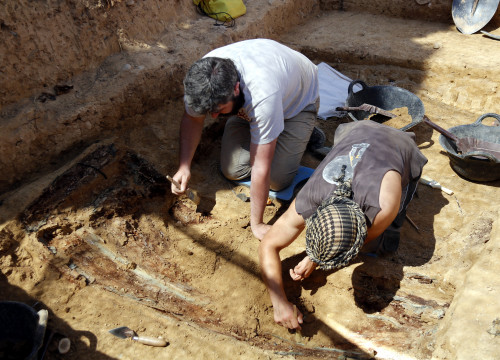 Archeologists at work digging up a Civil War mass grave in Alguaire, Lleida (Oriol Bosch/ACN)