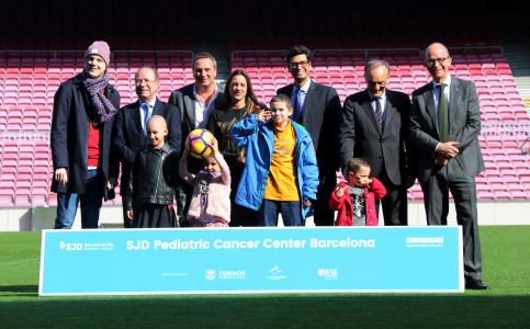 Representatives from Hospital Sant Joan de Déu, the Leo Messi Foundation, the FC Barcelona Foundation and the IESE, who launch a campaign to help funding the SJD Pediatric Cancer Center (by ACN)
