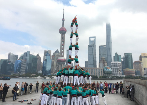'Castellers de Vilafranca' performed several towers in various Shanghai's iconic spots (by ACN)