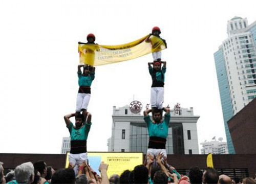 Traditional Catalan human towers were displayed by 'Castellers de Vilafranca' all around Shanghai (by ACN)