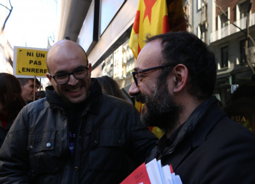 Vic City Councillor, Joan Coma, and his lawyer, CUP MP Benet Salellas in front of Madrid's Audiencia Nacional (by ACN)