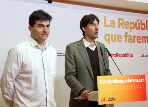 ERC's spokesman, Sergi Sabrià, together with ERC MEP, Jordi Solé, addressing the press this Monday (by ACN)