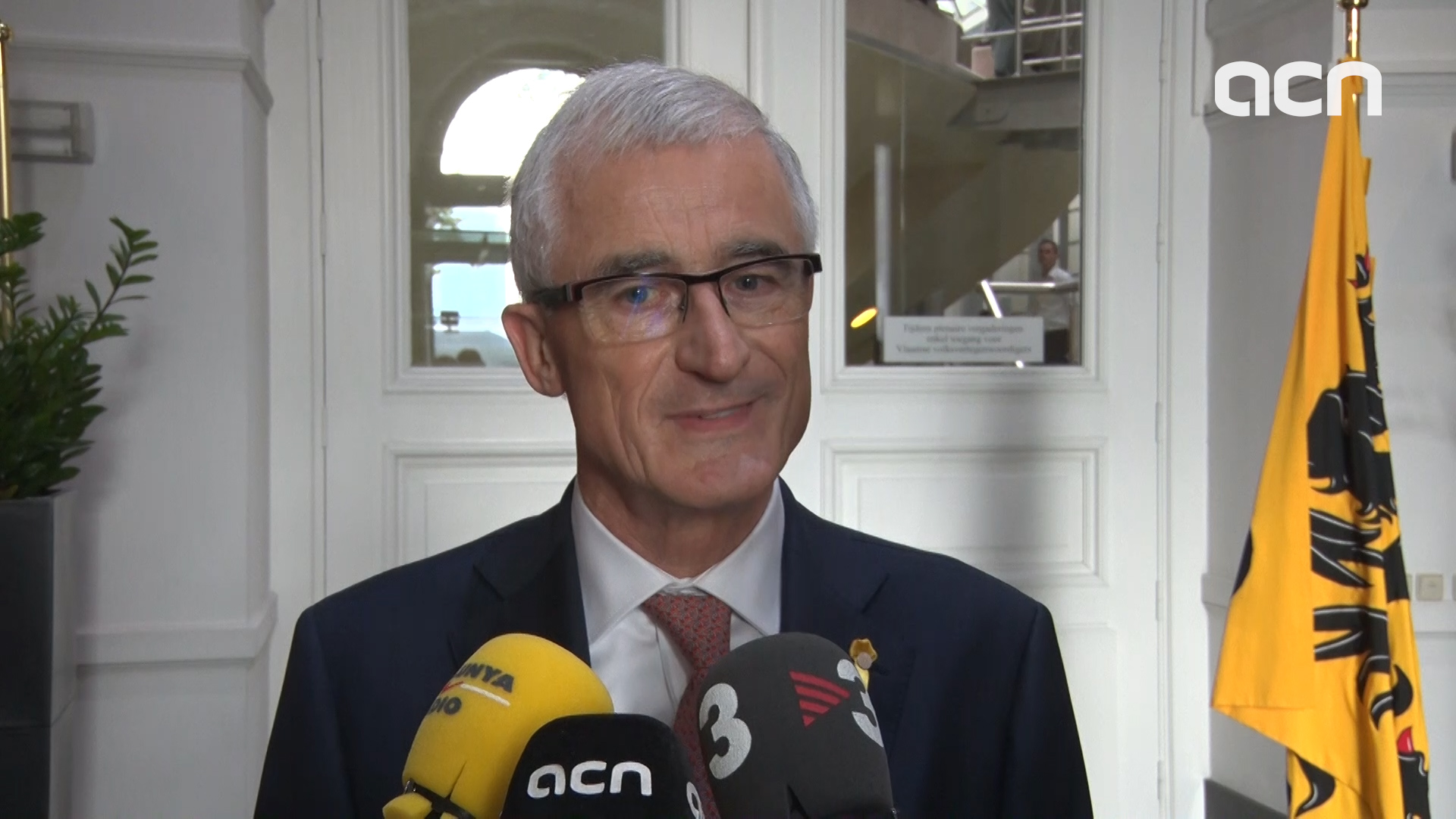 The Flemish head of government defended the separation of powers