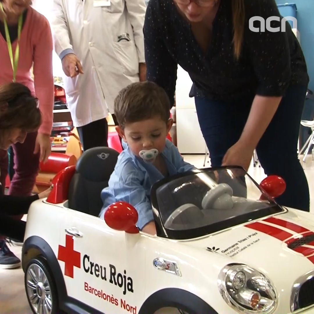 In a Catalan hospital, children go to the operating theatre in a toy car