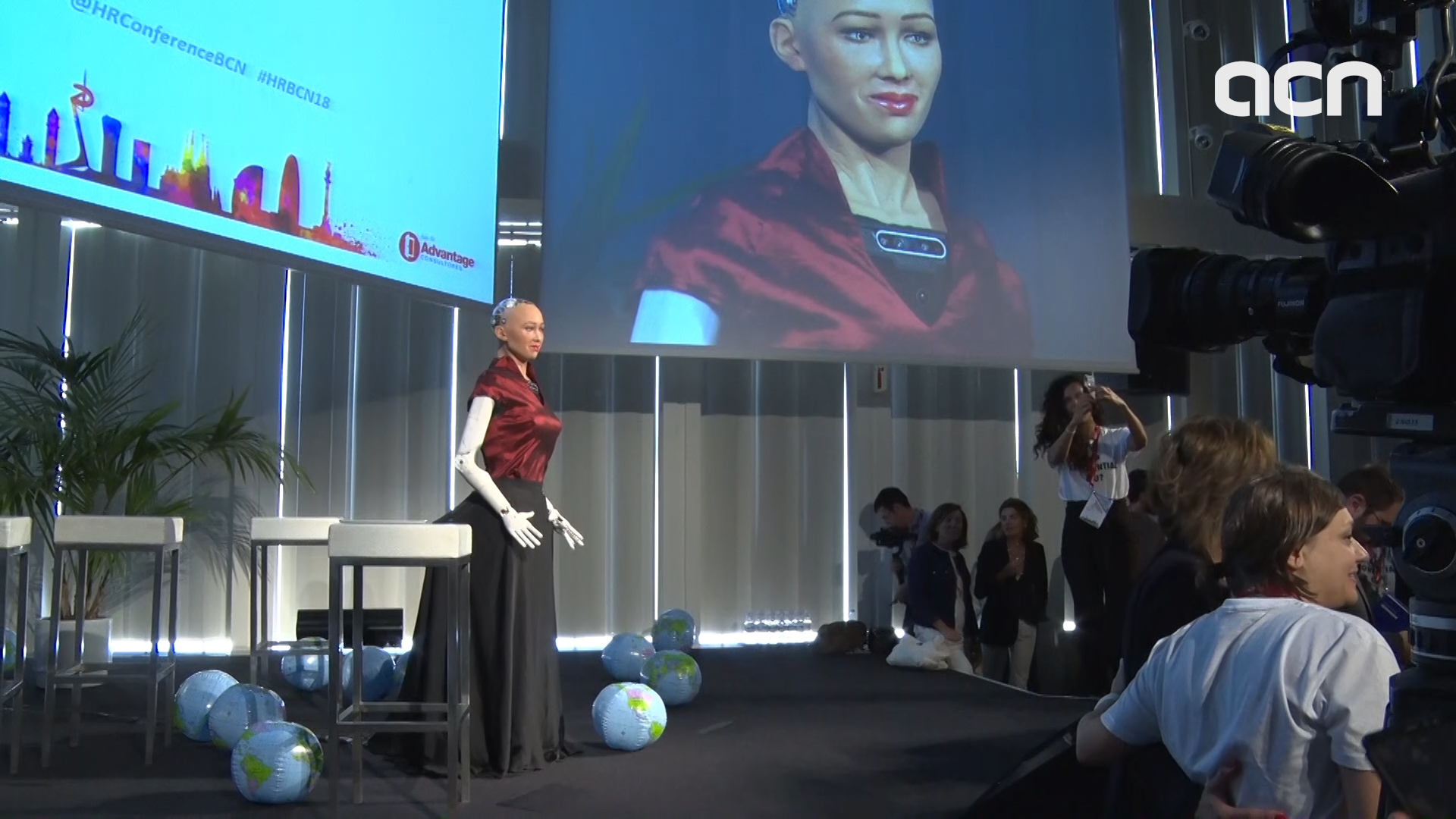 Sophia The Humanoid Robot Visits Barcelona For First Time