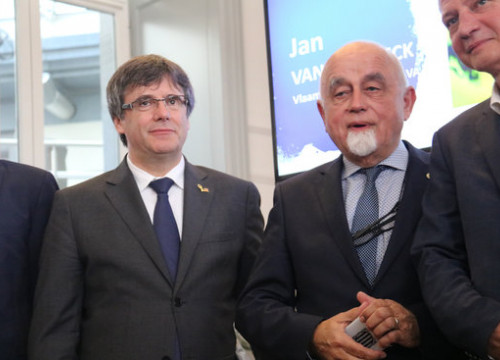 Flemish parliament speaker Jan Peumans (right) and former Catalan president Carles Puigdemont on October 9 2018 (by Natalia Segura)