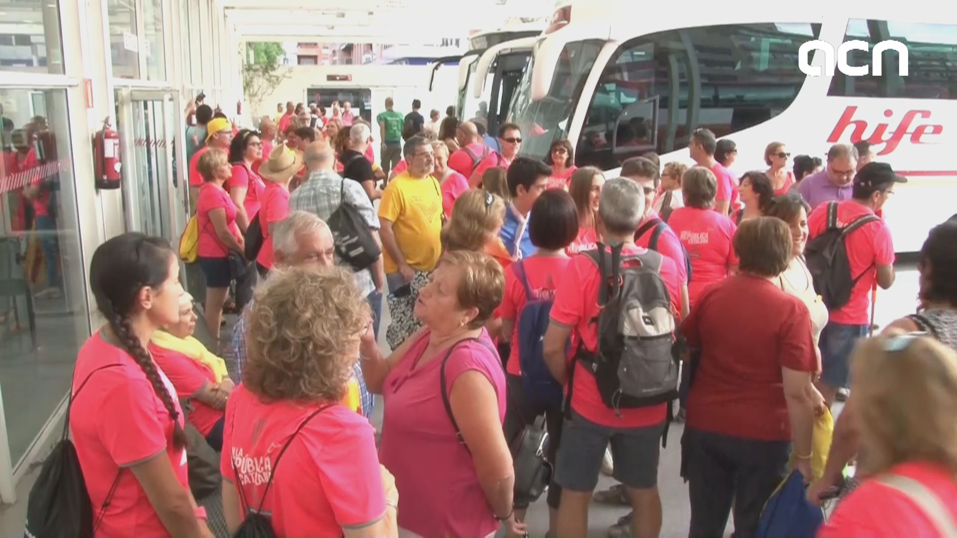 Hundreds of buses carrying pro-independence supporters make way to Barcelona for protest