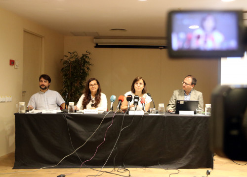 Jose Javier Ordoñez, Margarita Garcia O'Meany, Maricarmen De la Fuente and Josep Buades present their report on the Barcelona migrant detention center on June 7 (Miquel Codolar/ACN)