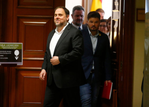 Oriol Junqueras enters parliament accompanied by fellow Esquerra MP Gabriel Rufián