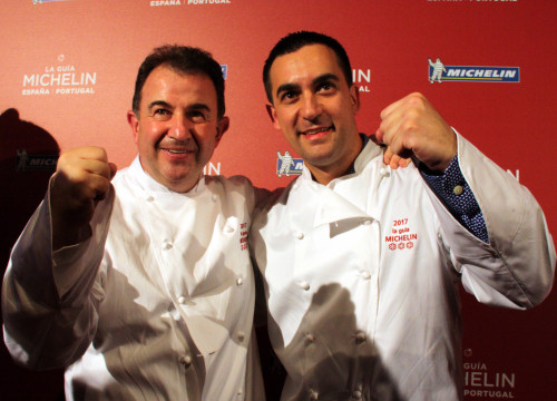 'Lasarte's chef Paolo Casagrande and his most influential teacher, chef Martin Berasategui, celebrating the restaurant's third Michelin star (by ACN)