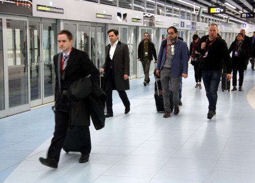 Visitors of the 2016 Mobile World Congress using the new Barcelona's metro line, L9 sud (by ACN)