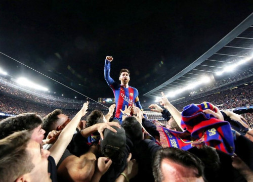 Leo Messi celebrating epic victory against PSG (6-1) at Camp Nou (by FCB)