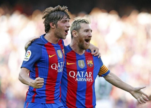 Sergi Roberto and Messi celebrate scoring at the Camp Nou (by FCB)