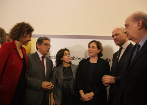 The Spanish Minister for Health, Dolors Montserrat; the delegate of the Spanish Government in Catalonia, Enric Millo; Spanish Vice President Soraya Sáenz de Santamaría, the Mayor of Barcelona, Ada Colau; Catalan Minister for Foreign Affairs, Raül Romeva