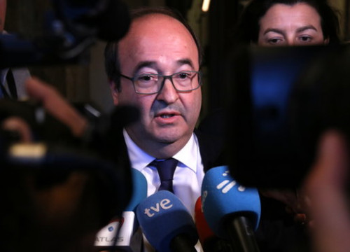 Miquel Iceta speaks to the press at the Catalan Parliament on May 15 (Marta Sierra/ACN)