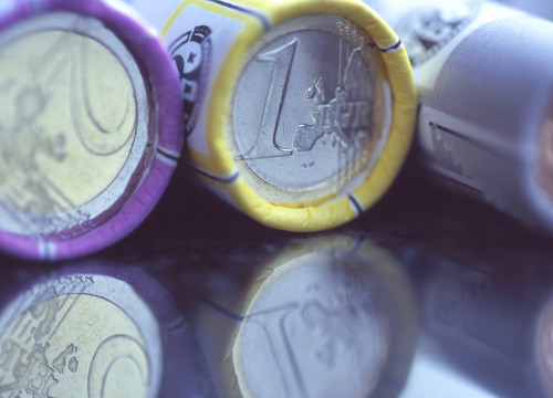 1 and 2 euro's coins (by ACN)
