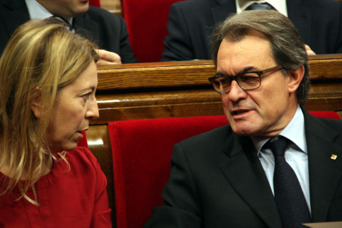Former Catalan President, Artur Mas and Catalan Government Spokeswoman, Neus Munté at the Parliament (by ACN)