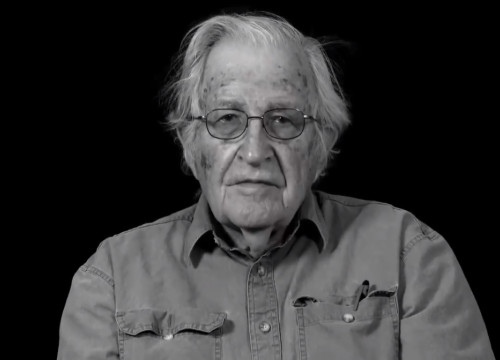 Noam Chomsky in the video promoted by Òmnium Cultural in July 2018