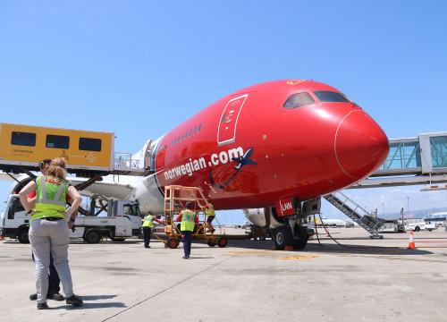 Norwegian Airline's first Barcelona-Chicago flight awaits take off on June 7 (Aina Martí/ACN)