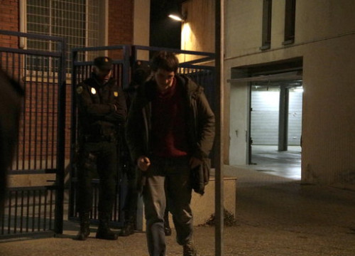One of the detainees leaves the police station on January 16 2019 (by Marina López)