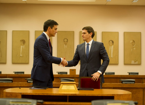 PSOE's leader, Pedro Sánchez and anti-Catalan nationalism 'Ciutadans' leader, Albert Rivera, reached an agreement to form government (by ACN)