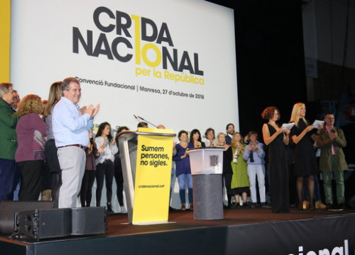 Political personalities and citizens on stage on October 27 2018 (by Bernat Vilaró)