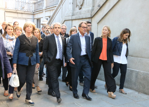 Former Catalan President, Artur Mas, together with Catalan Government's Spokeswoman, Neus Munté and other representatives joined Francesc Homs on his way to the Court, last September in Madrid (by ACN)