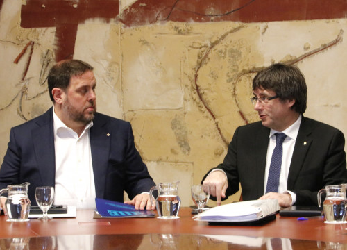 Catalan President, Carles Puigdemont and Catalan VP, Oriol Junqueras during a meeting (by ACN)