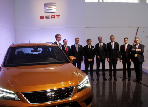 SEAT's board of directors and the SEAT Altea, this Wednesday at Marotell's plant (by ACN)