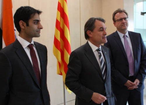 SMP's Managers and the Catalan President (centre) in the company's headquarters near New Delhi (by R. Garrido)