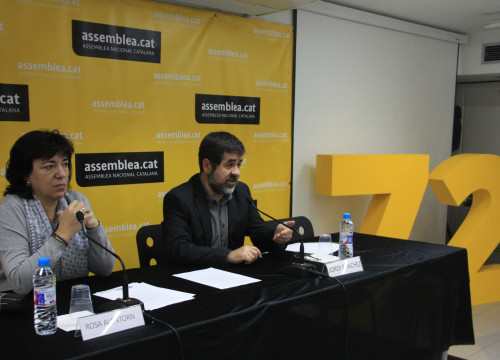 Catalan National Assembly (ANC)'s president, Jordi Sànchez and vice-president, Rosa Alentorn, presenting de document 'Let's build the Catalan Republic' before the media (by ACN)