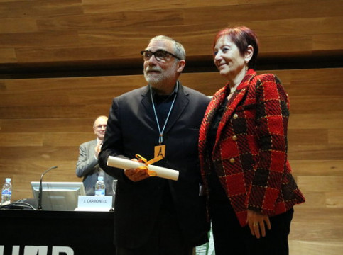 Sculptor Jaume Plensa receives Honorary Degree from UAB dean on November 6 2018 (by Àlex Recolons)