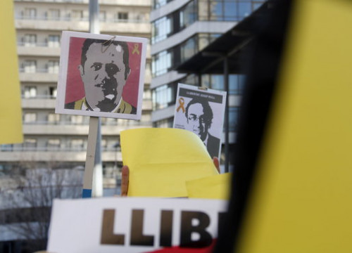 Signs at a protest depicting jailed leaders Josep Rull and Joaquim Forn on December 4 2017 (by Laura Fíguls)