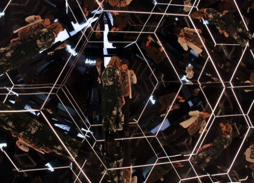The CosmoCaixa mirror exhibit (by Ana Amat Vendrell)