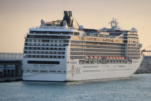 The MSC cruise ship before leaving the Barcelona Port on January 7 2018 (by Aina Martí)