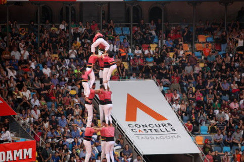 Vella de Valls team makea a human tower on October 7 2018 at the Tarragona Human Towers competition (by Violeta Gumà)