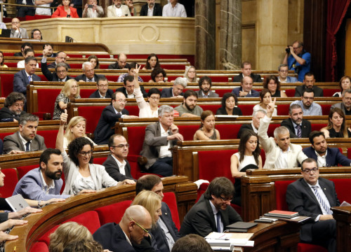 MPs voting in the Parliament's session the conclusions of the Committee to Study the Constitutive Process
