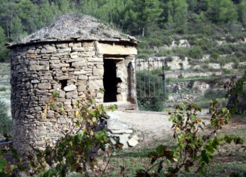 Abadal's dry stone hut in which the grapes are fermented (by E. Escolà)