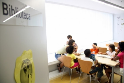 Children participating in summer workshops at the Sant Martí Centre Obert and Espai Familiar