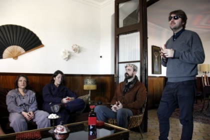 Albert Serra (with sun glasses) at the movie set with some of his latest movie's actors (by ACN)