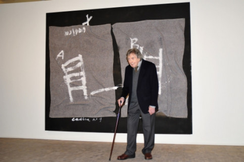 One of the last times Tàpies was in a public event, standing in front of one of his works (by ACN)