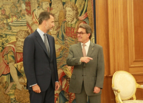 The King of Spain, Felipe VI (left), and the Catalan President, Artur Mas (right), on Friday at La Zarzuela Palace (by ACN)