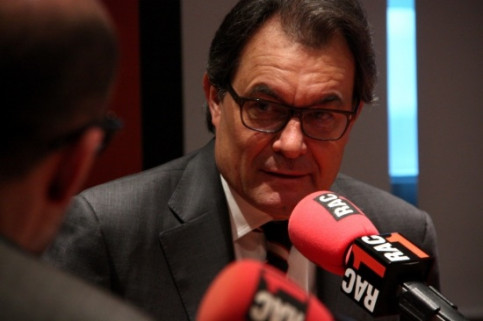 The Catalan President, Artur Mas, being interviewed by the privately-owned radio station Rac 1 (by R. Garrido)