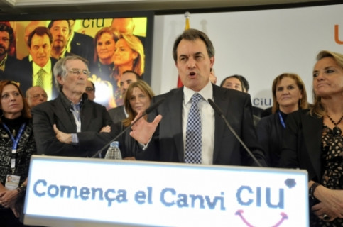 Artur Mas, leader of the Centre-Right Nationalist Coalition (CiU), delivers his victory speech and thanks the support (By ACN)