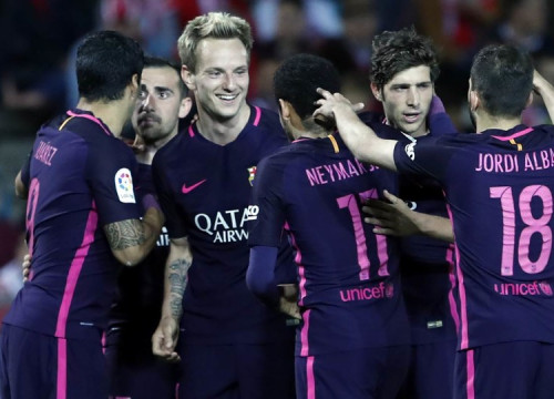 Barça players celebrating their third goal at 'Los Cármenes' (by FCB)